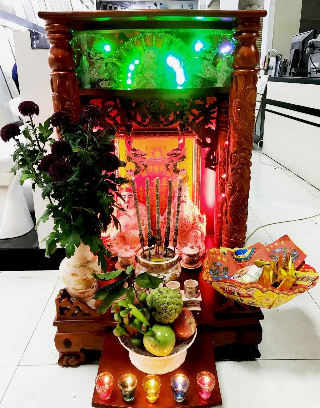 Hướng dẫn bài trí bàn thờ và nghĩ lễ cúng ngày vía thần tài