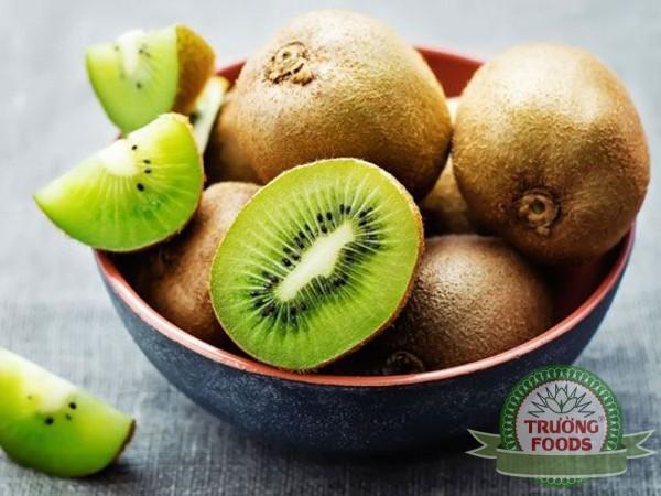 quả kiwi giúp làm sạch phổi