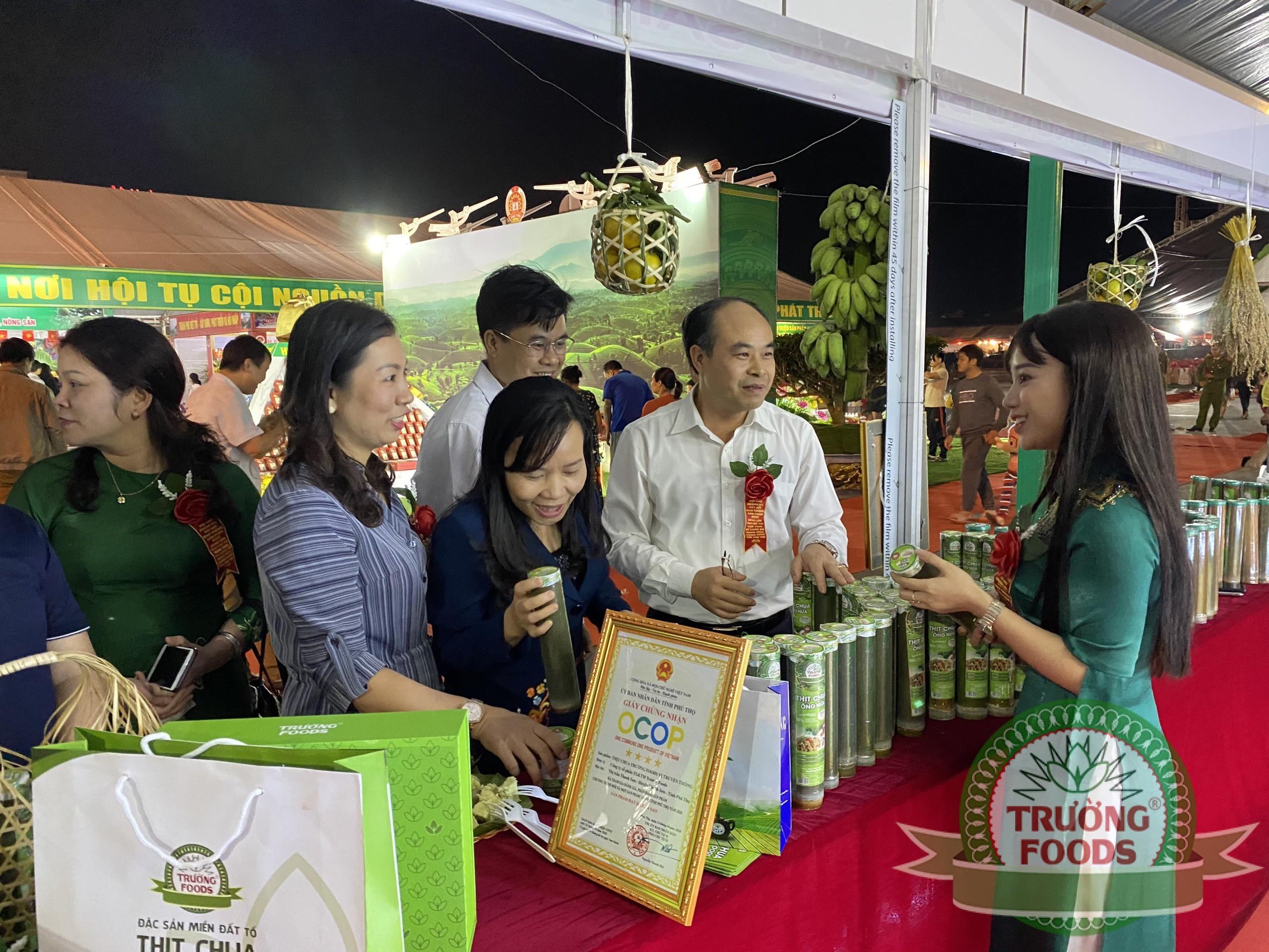 Khai mạc Hội chợ quảng bá, kết nối giao thương sản phẩm OCOP, nông sản tỉnh Phú Thọ năm 2020 và công bố Nhãn hiệu chứng nhận chè Phú Thọ