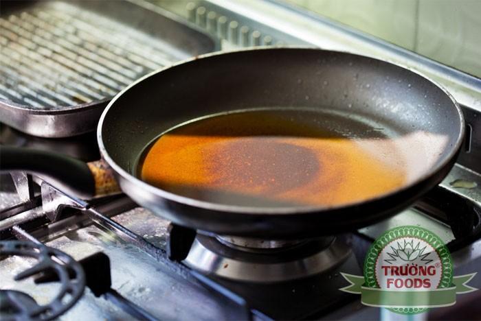 Nhiệt độ chiên và cách dùng dầu ăn đúng chuẩn