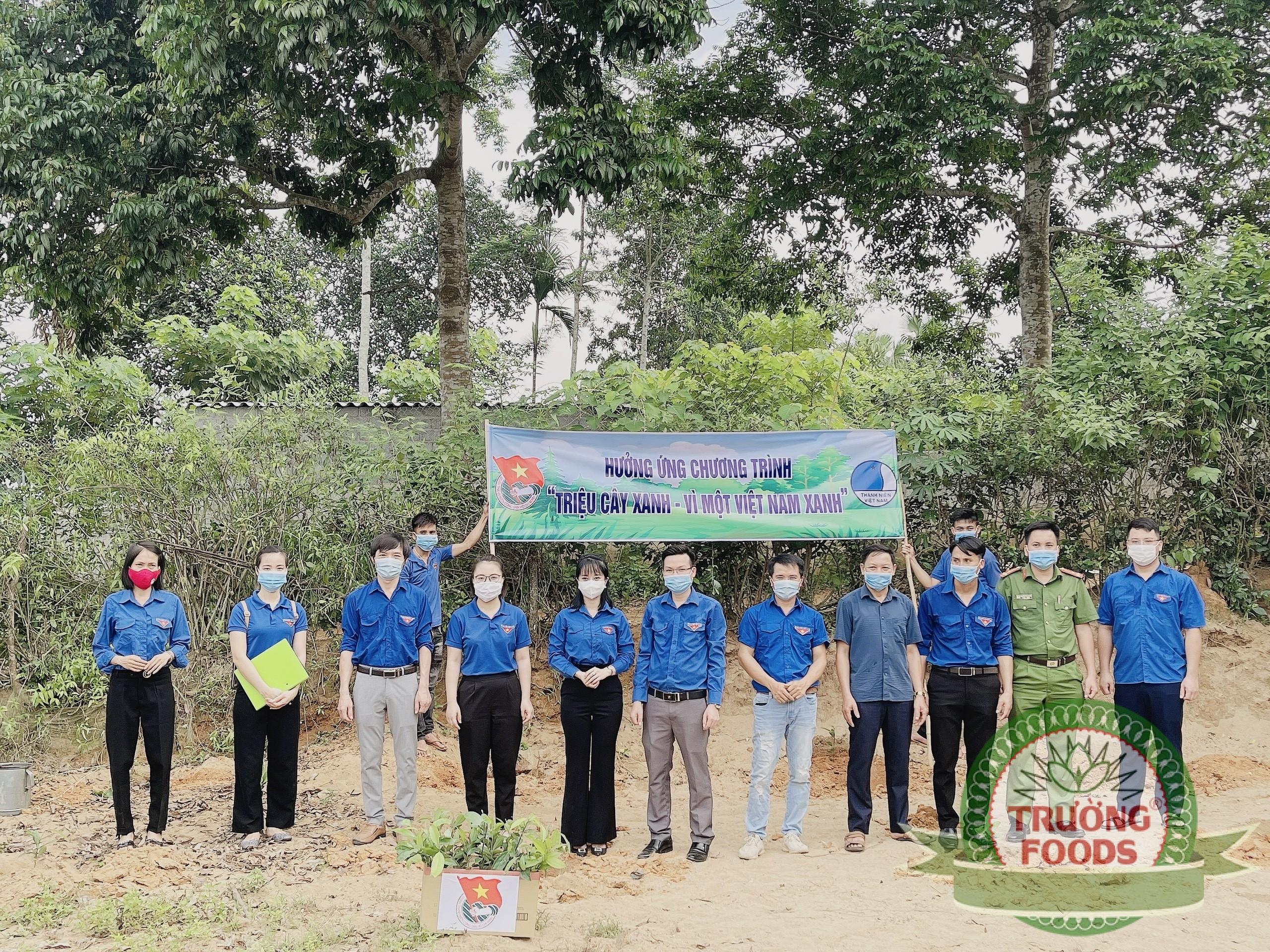Chi đoàn Công ty CP SX & TM Trường Foods cũng đã trồng cây lưu niệm tại bia lịch sử Giáo Vầu xã Khả Cửu.