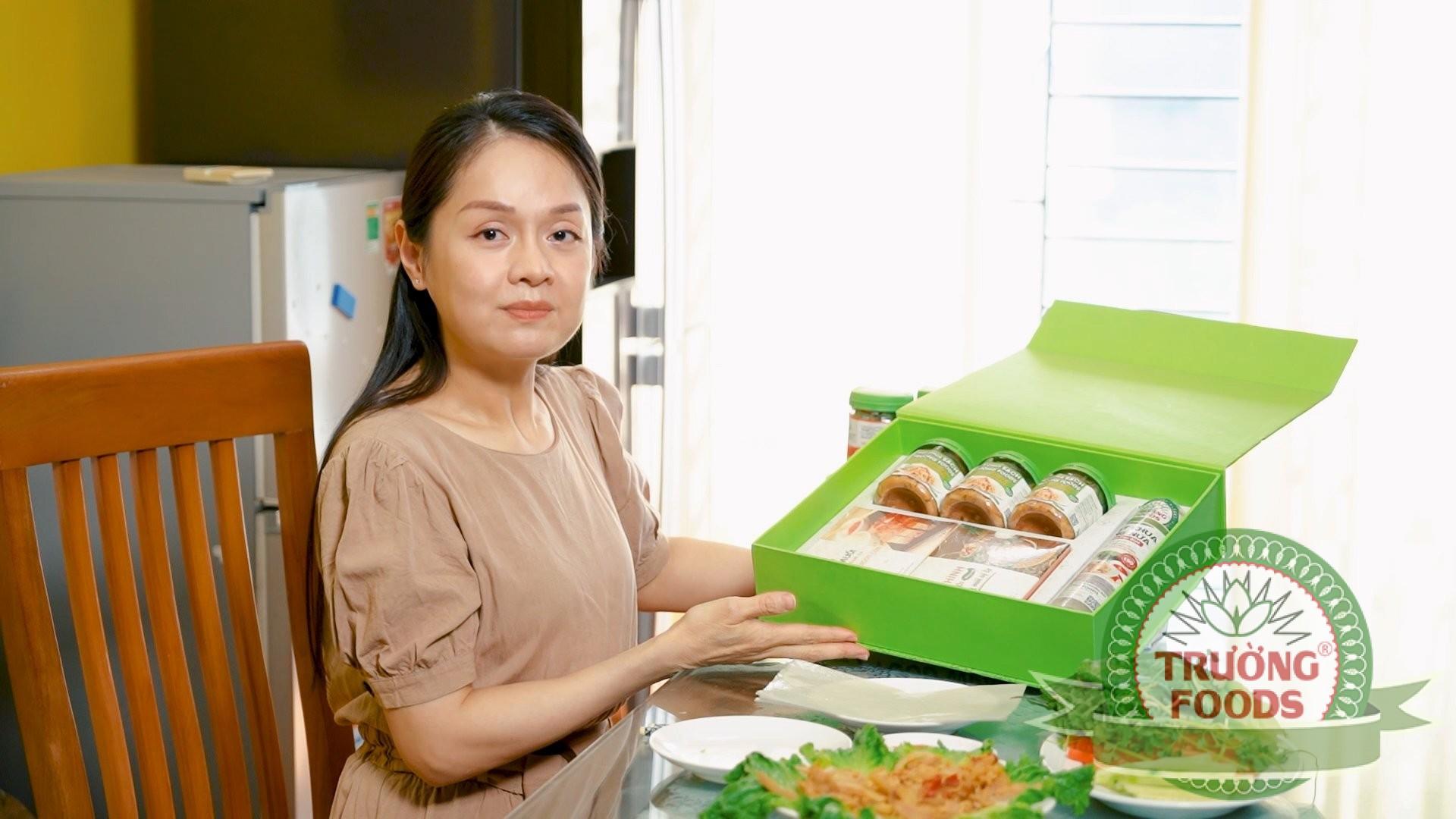Chị Hà Kiều Oanh chia sẻ cảm nhận  về thịt chua Trường Foods
